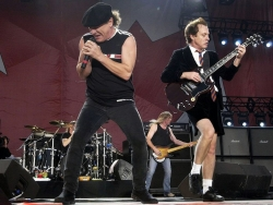 AC/DC乐队主唱和主音吉他Angus Young壁纸