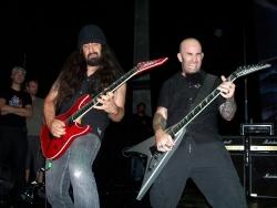 Anthrax 现场飙琴酷图