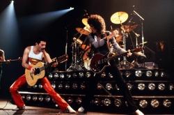 Queen 经典现场演出图片,皇后乐队主唱和吉他手