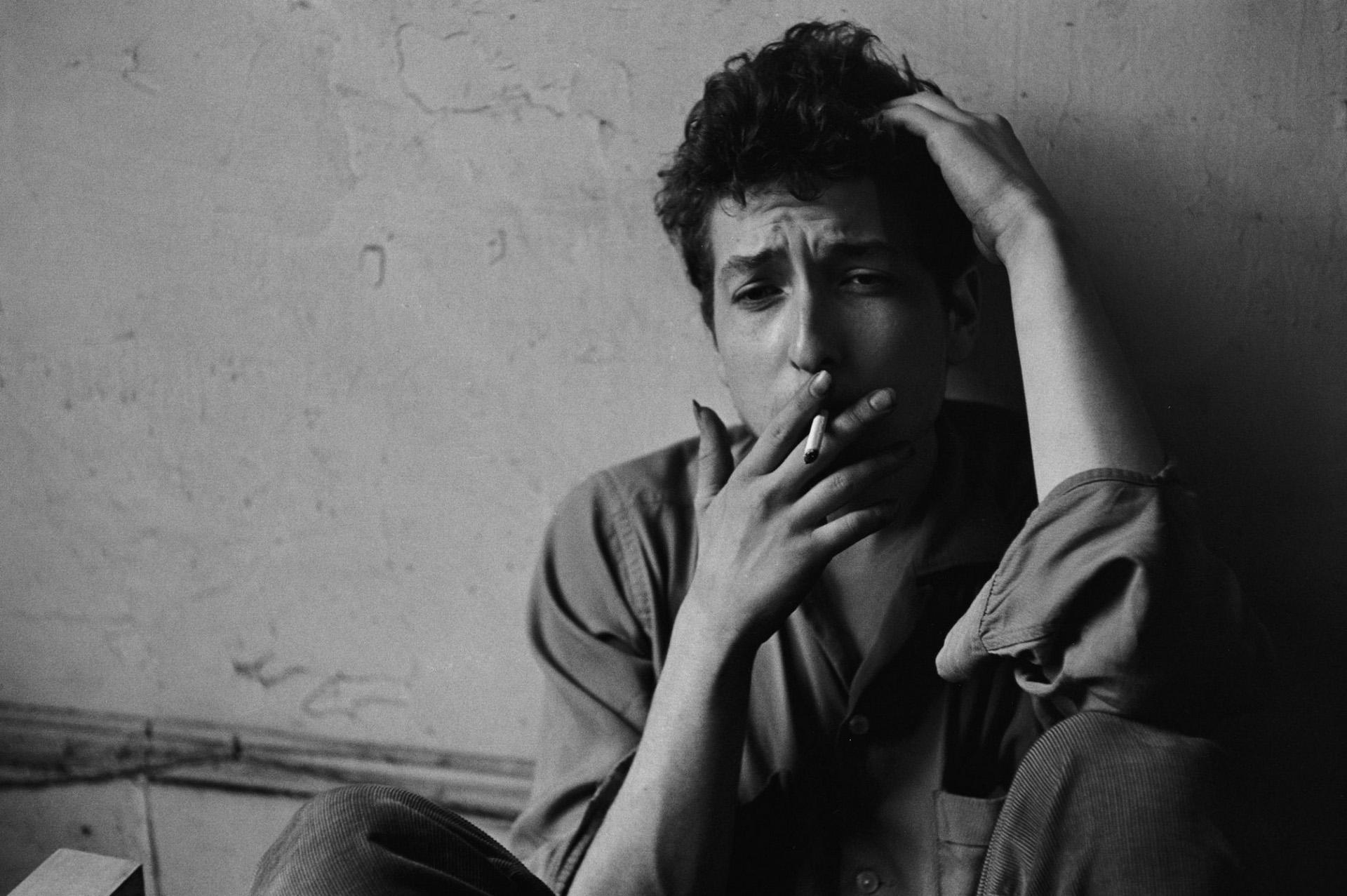 Bob Dylan鲍勃迪伦经典抽烟黑白照片