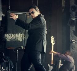 Shinedown乐队主唱妖娆舞姿摇滚图片